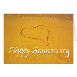 幸せな記念日、砂で描かれる愛ハート カード