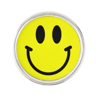 幸せな顔のラペルピン ラペルピン