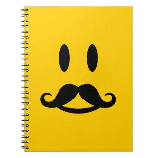 幸せな髭のにこやかでカスタムなノート ノートブック