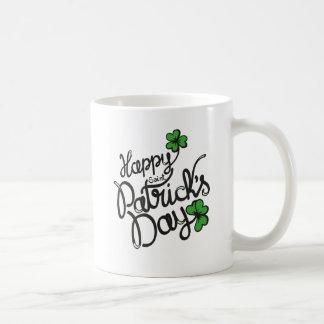 幸せなSt patricks dayのアイルランド人のシャムロック コーヒーマグカップ