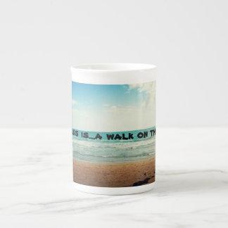 幸福は歩行nビーチです ボーンチャイナカップ