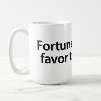 幸運および愛は勇敢の支持します コーヒーマグカップ