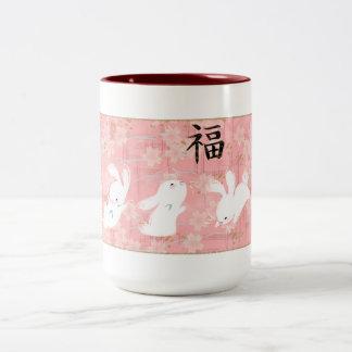 幸運なバニーのマグ(ピンク) ツートーンマグカップ