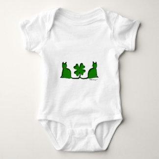 幸運な猫ベビーおよび幼児のワイシャツ ベビーボディスーツ