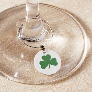 幸運な緑のアイルランドのシャムロックのセントパトリックの日 ワインチャーム