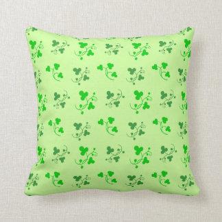幸運な緑のシャムロックパターン枕 クッション