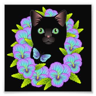 幸運の黒猫の藤色のパンジーの花柄 フォトプリント
