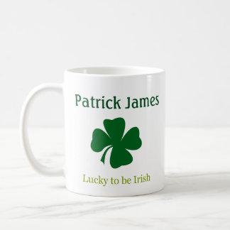 幸運アイルランドのシャムロックの名前入りなマグがあるため コーヒーマグカップ