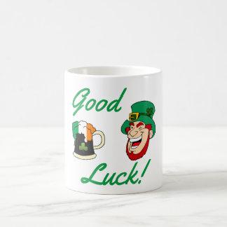 幸運! アイルランドビールおよび小妖精 コーヒーマグカップ