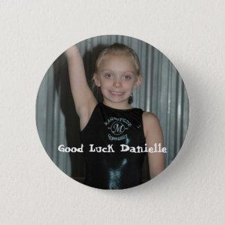 幸運Danielle 5.7cm 丸型バッジ