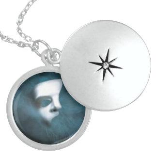 幻影のマスクの純銀製の円形のロケット スターリングシルバーネックレス