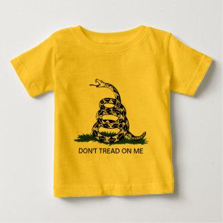 幼児のTシャツ: ガズデンの革命家の旗 ベビーTシャツ