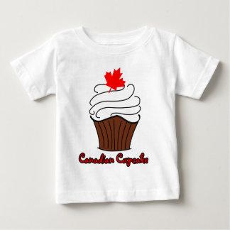 幼児カナダのカップケーキのティー ベビーTシャツ