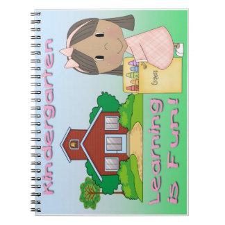 幼稚園の民族に女の子の学ぶことはおもしろいのノートです ノートブック