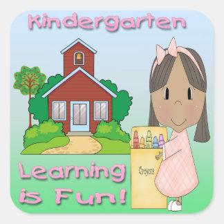 幼稚園の民族に女の子の学ぶことはおもしろいスクエアStickrです スクエアシール