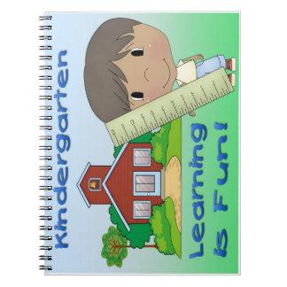 幼稚園の民族に男の子の学ぶことはおもしろいです ノートブック