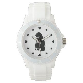 幼虫の腕時計のまわりの黒いハート ウォッチ