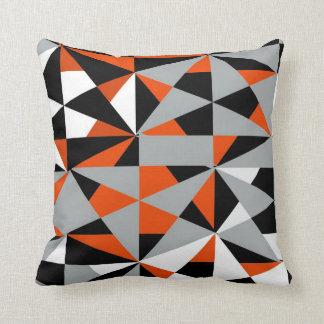 幾何学的ではっきりしたなレトロのファンキーなオレンジ白黒 クッション