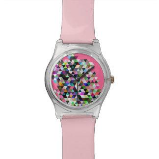 幾何学的でガーリーなピンク色の三角形パターン 腕時計