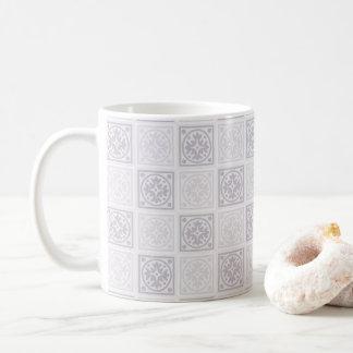 幾何学的なタイルのデザイン コーヒーマグカップ