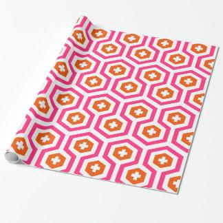 幾何学的なピンクのオレンジ六角形及び十字パターン ラッピングペーパー