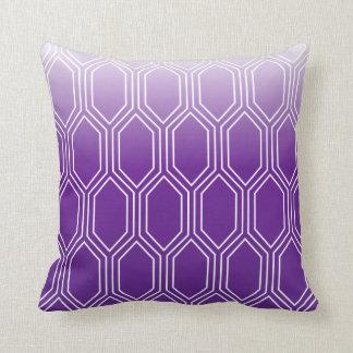 幾何学的なモチーフパターン|紫色 クッション
