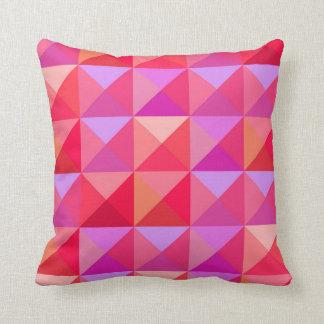 幾何学的なレトロのピンク クッション