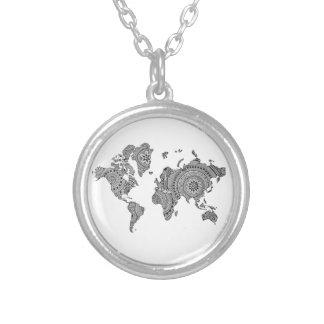 幾何学的な世界地図の銀によってめっきされるネックレス シルバープレートネックレス