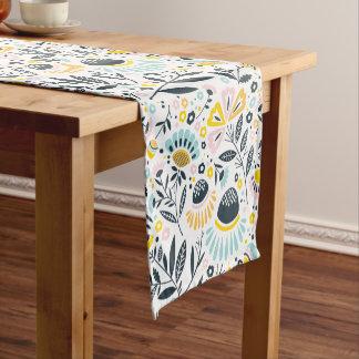 幾何学的な庭の花のパステル ショートテーブルランナー