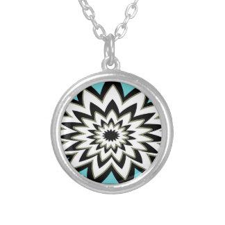 幾何学的な白黒 シルバープレートネックレス