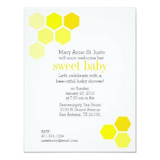 幾何学的な蜂蜜の蜂のベビーシャワーの招待1 カード