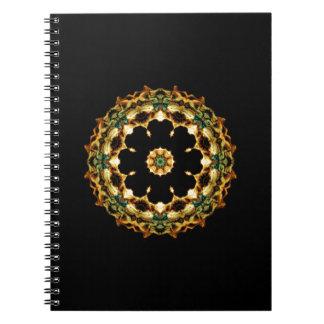幾何学的な蝶輝きの花の万華鏡のように千変万化するパターン ノートブック