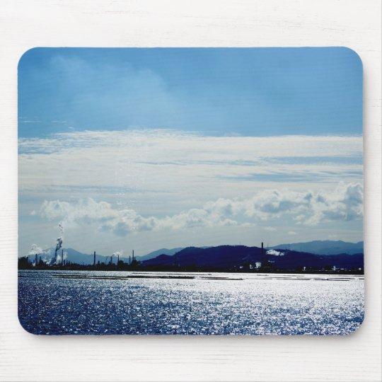 広島の宮島から見える対岸辺りの工場地帯の昼日和り☆ マウスパッド