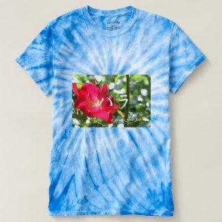 広島市にて撮影真っ赤なバラの~のカタカナ文字入り Tシャツ