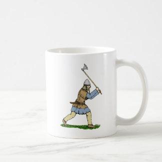 広斧を揮うバイキング コーヒーマグカップ
