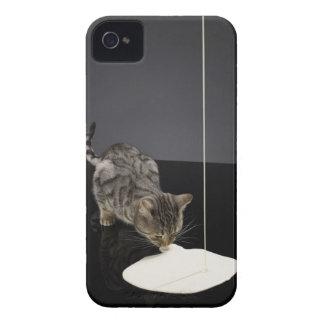 床からの銀製の虎猫猫の飲むクリーム Case-Mate iPhone 4 ケース