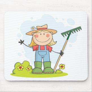 庭いじりをしますまたは農場で働く女性 マウスパッド