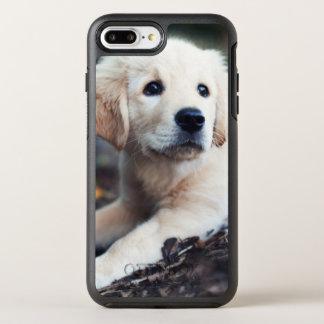 庭で遊んでいるラブラドールの子犬 オッターボックスシンメトリーiPhone 8 PLUS/7 PLUSケース
