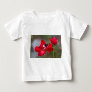 庭のアネモネのcoronaria ベビーTシャツ