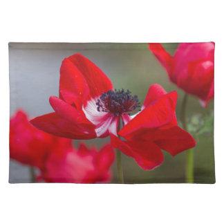 庭のアネモネのcoronaria ランチョンマット