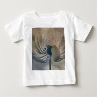 庭のアネモネ ベビーTシャツ