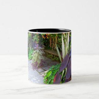 庭のベンチ ツートーンマグカップ