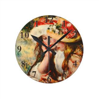 庭のルノアールのファインアートで読んでいる2人の女の子 ラウンド壁時計