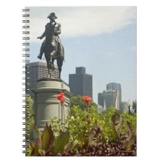 庭の彫像の低い角度眺め、 ノートブック