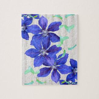 庭の新しい紫色クレマチスの花 ジグソーパズル