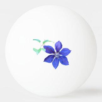 庭の新しい紫色クレマチスの花 卓球ボール
