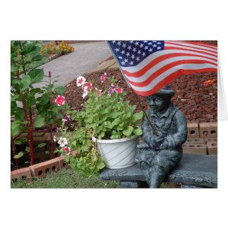 庭の旗の男の子のメッセージカード カード