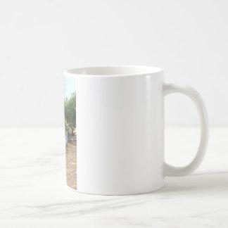 庭の紫色の塀 コーヒーマグカップ