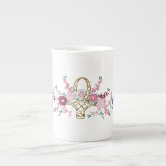 庭の花の刺繍の骨灰磁器のコップ ボーンチャイナカップ