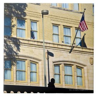 建物から、サン・アントニオつるす、旗 タイル